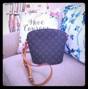 Authentic Louis Vuitton monogram crossbody bag...
